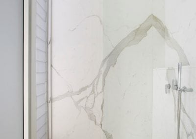Calacatta-marble-wall-cladding-and-white-onyx-floor