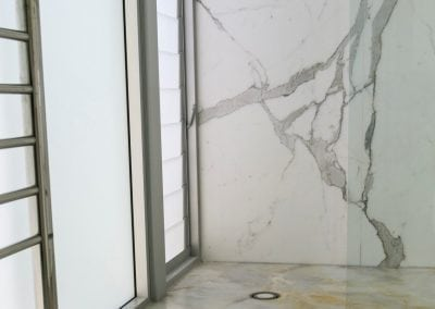 Calacatta-Borghini-shower-wall-and-White-Onyx-Floor