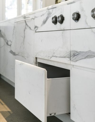 Calacatta-marble-draw-fronts
