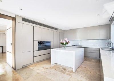 Bianco-santorini-marble-kitchen-island-and-splashback