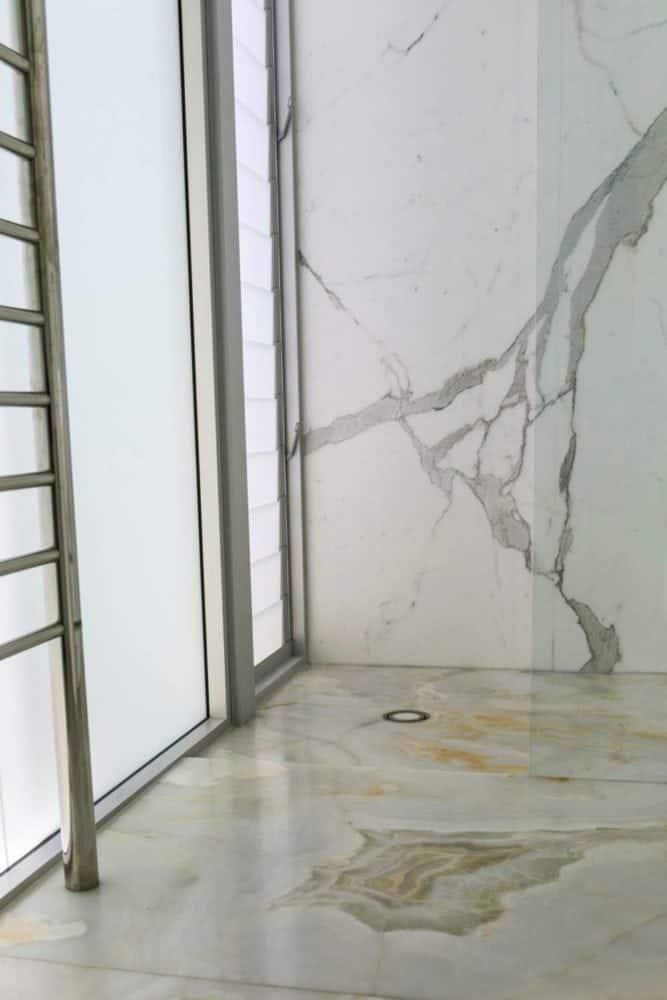 Calacatta-Borghini-shower-wall-and-White-Onyx-Floor