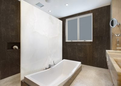 white-onyx-bathroom-feature-wall