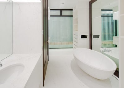 hermes-marble-bathroom-floor-and-walls
