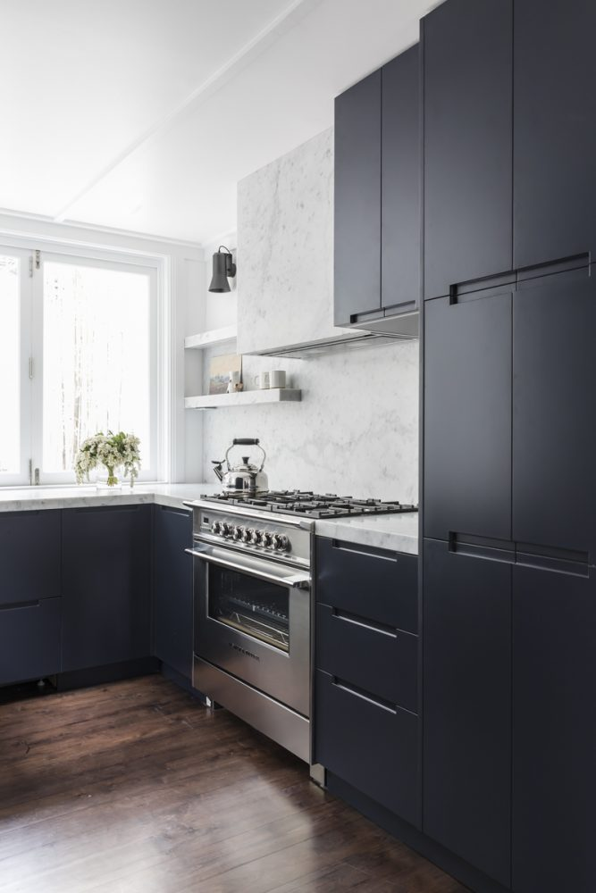 Carrara Marble Breathes Sophistication Into This Marble