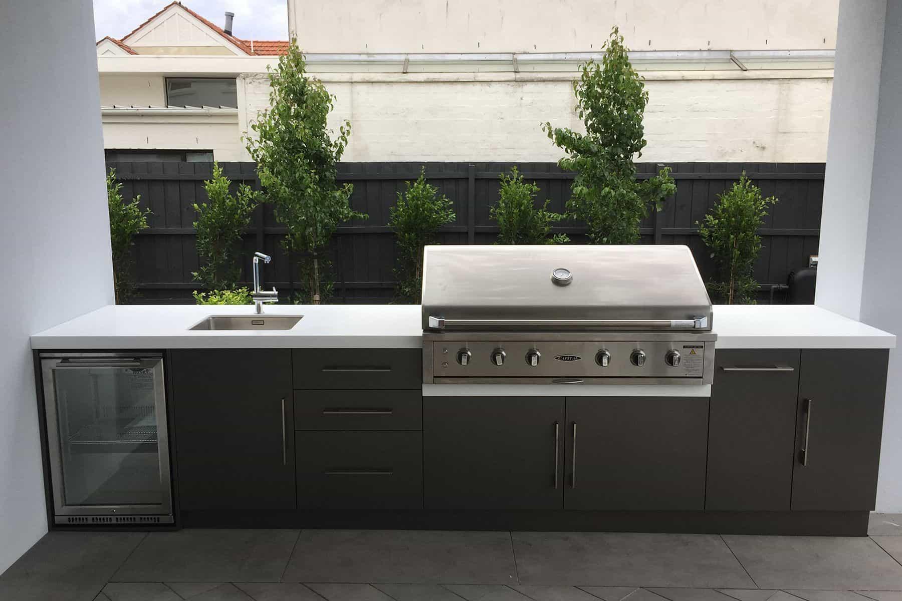 13 Timeless Outdoor BBQ Kitchen Ideas