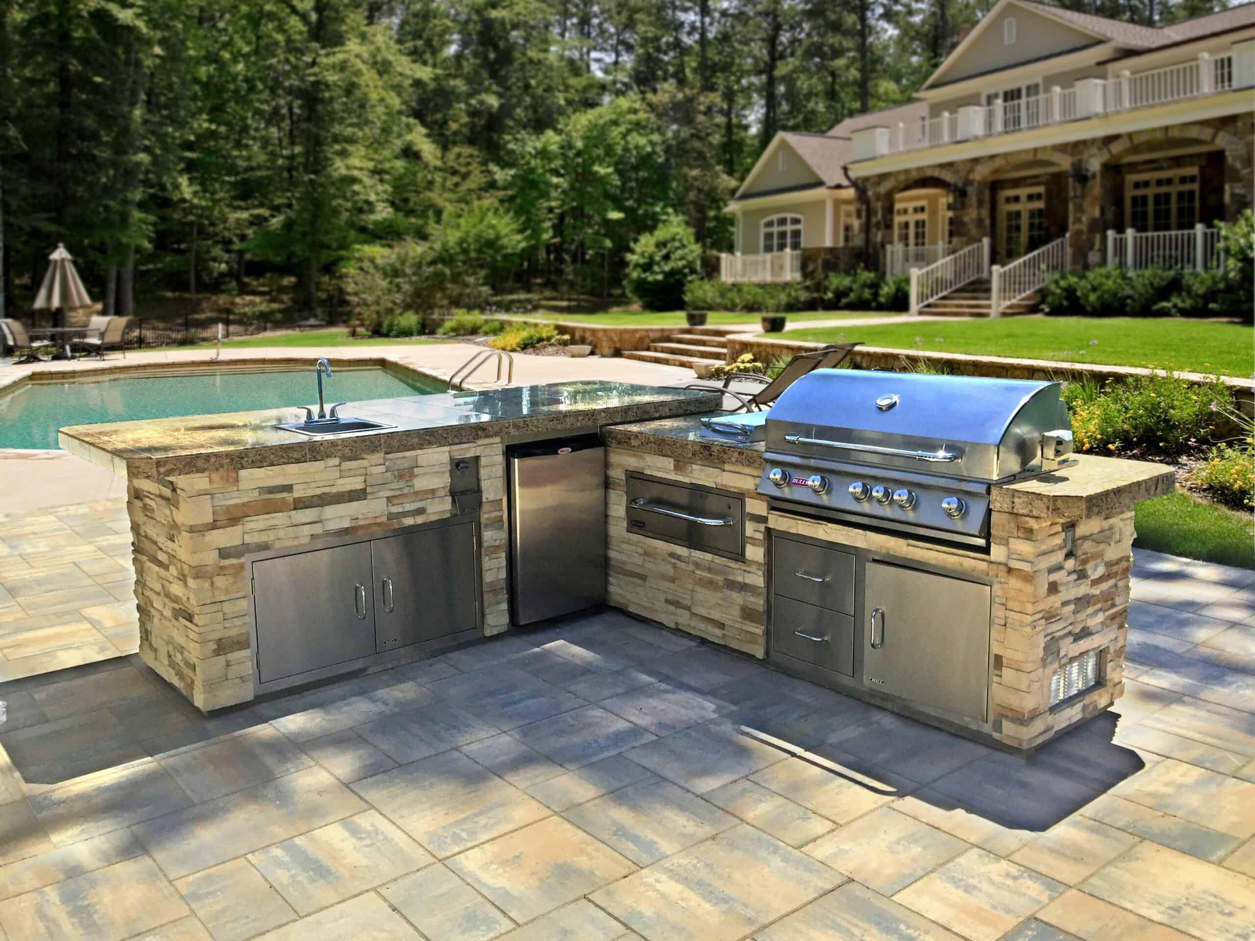14 Outdoor Kitchen Island Ideas